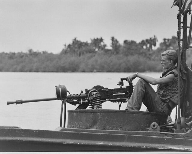 U.S.Navy River Patrol Boat (PBR) Machine Gun VIETNAM WAR 8X10 Photo Picture
