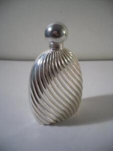 A 039Penhaligon039s039 Silver Perfume Flask With Fluted Decoration  London 1997 - Kent, United Kingdom - A 039Penhaligon039s039 Silver Perfume Flask With Fluted Decoration  London 1997 - Kent, United Kingdom