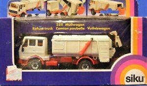 Siku-2511-Mercedes-Benz-Refuse-Truck-W-Germany-1-55-MIB
