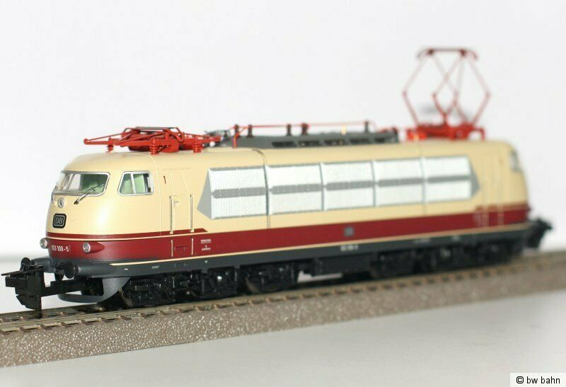 NEW TRIX 32779 HO GAUGE DCC READY ELECTRIC LOCOMOTIVE ELEKTROLOCOMOTIVE DB BR103