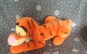 DISNEY-WINNIE-THE-POOH-LARGE-TIGGER-PLUSH-COMFORTER-TOY-22-034-LONG