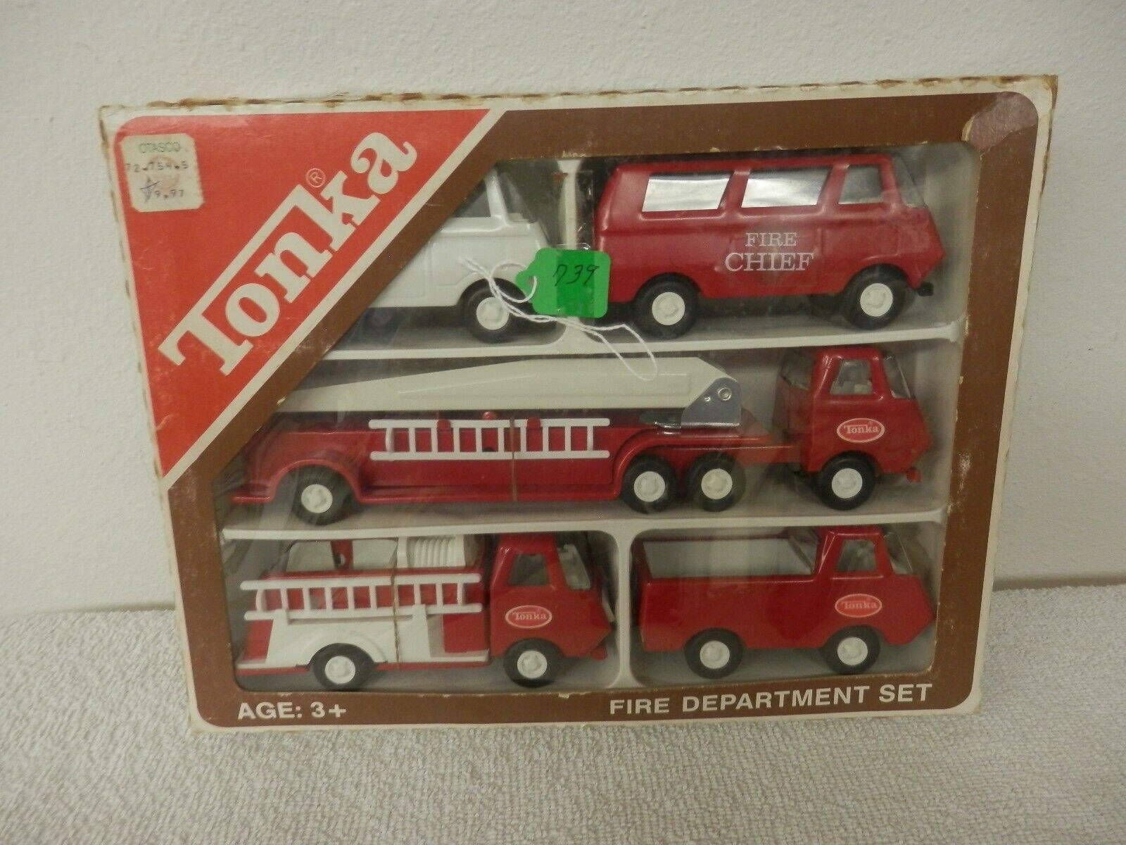 En 1976, el equipo de bomberos de las llamadas  mini - tarjetas  tenía 830 en la caja original.