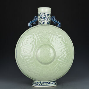 13-034-Chinese-old-Porcelain-Qing-qianlong-mark-blue-white-eight-symbols-flat-vase