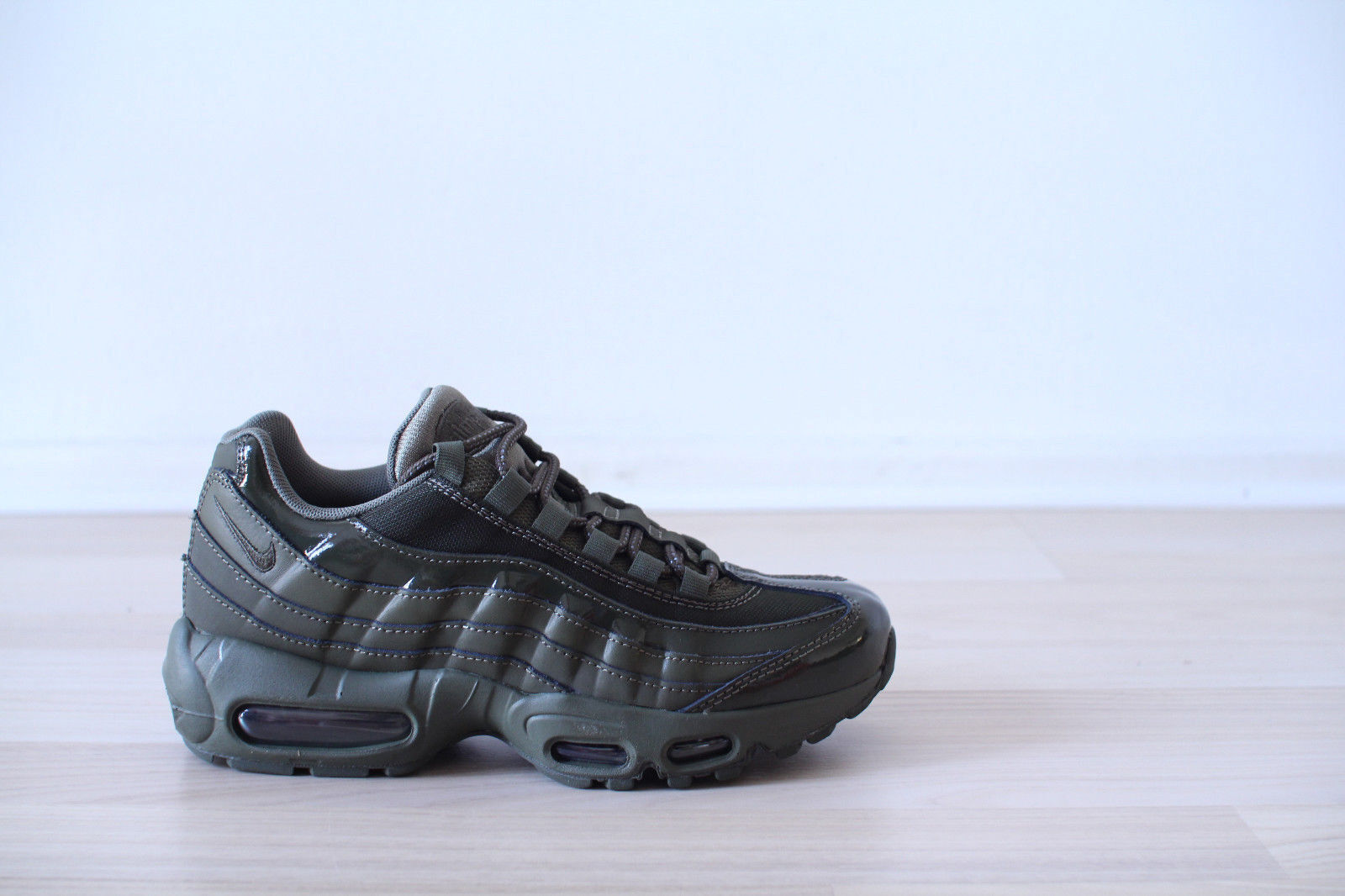 Nike Air Max 95 Wmns Khaki Green Size 38 UK 4,5 NEW & OVP