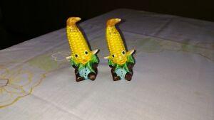 Vintage-034-Corn-Cob-People-034-salt-amp-pepper-shakers-made-in-Japan