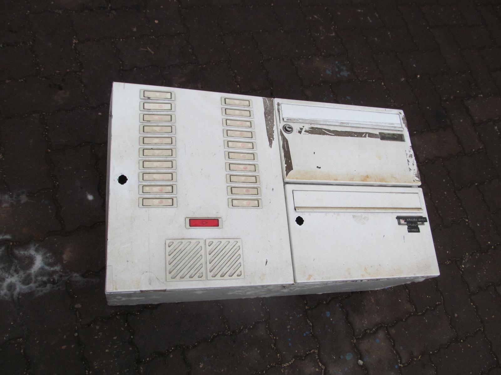 Alte renz aufputz briefkastenanlage mit Installationskasten ohne schloss Bastler