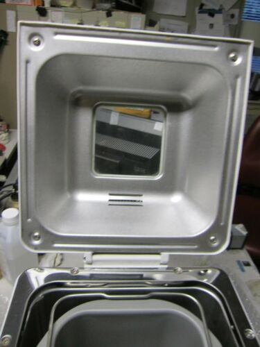 HITACHI Automatic Home Bakery: Bread, Cake. Maker, Model: HB-D102