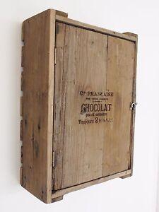 Style Vintage En Relief Chocolat Placard étagère Avec Porte Cageot - Etagere avec porte