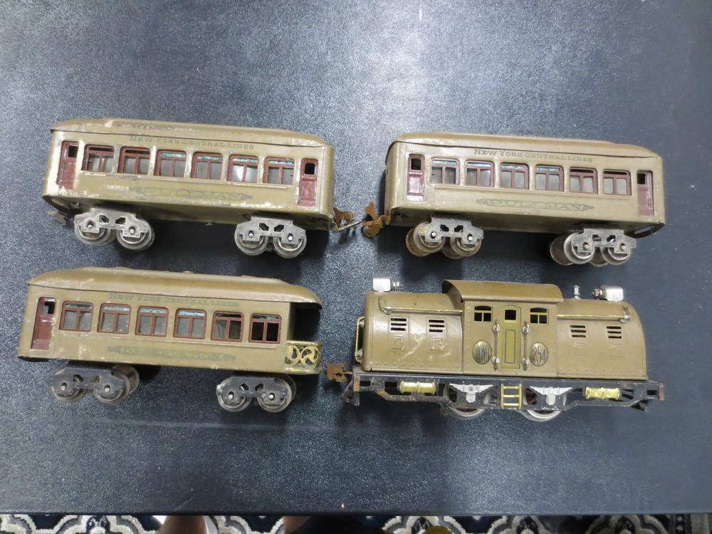 PREWAR LIONEL 254 0-4-0 Electric Locomotive & (3) NYC Lines Passenger Cars