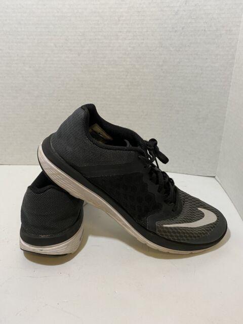 nike women's lightweight sneakers