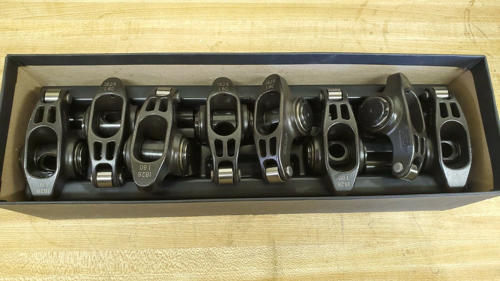 Set of 8 COMP Cams 1828-8 Ultra Pro Magnum XD Roller Rocker Arm with 1.8 Ratio and 7//16 Stud Diameter for Big Block Chevrolet,