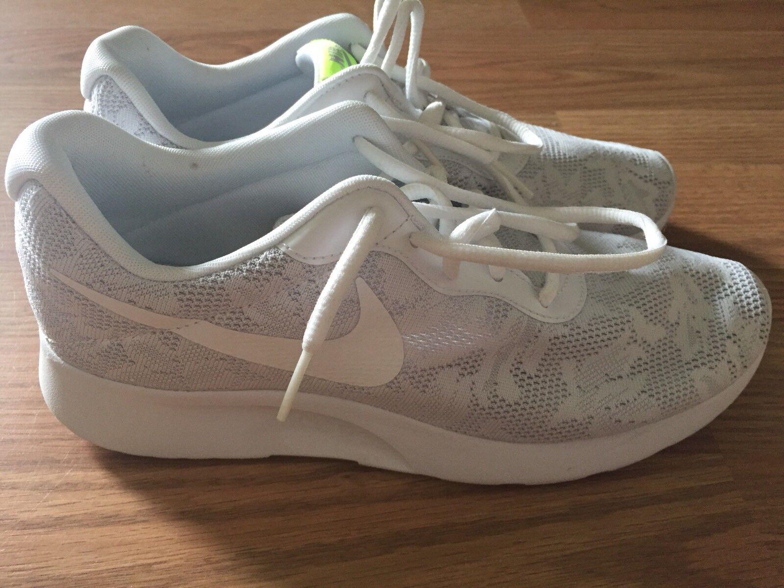 0ec19f55f55 Nike Tanjun Running Women s Shoes Size 8