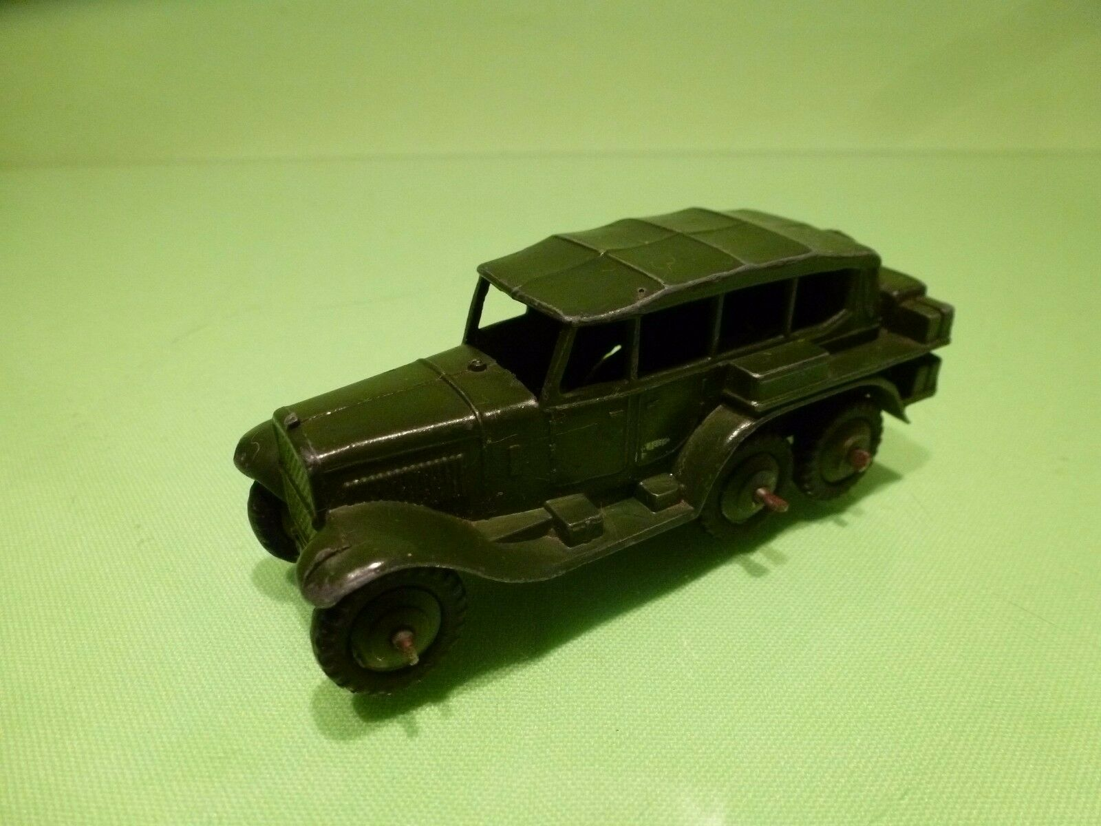 DINKY TOYS 152B MILITARY RECONNAISSANCE CAR - ARMY GREEN - GOOD CONDITION