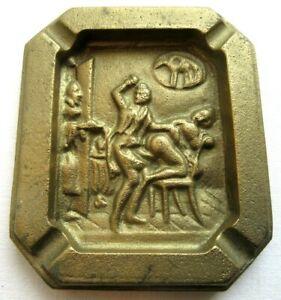 Analytique Cendrier Art Nouveau, Bronze Doré Sculpté D'une Scène érotique