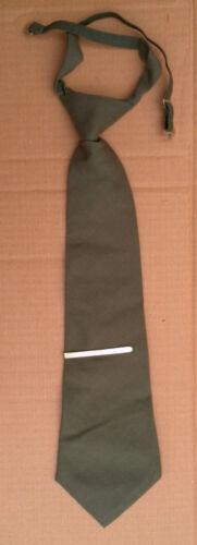 Krawatte oliv Binder Spange Uniform Offizier Soldat Parade  UDSSR Sowjet Armee
