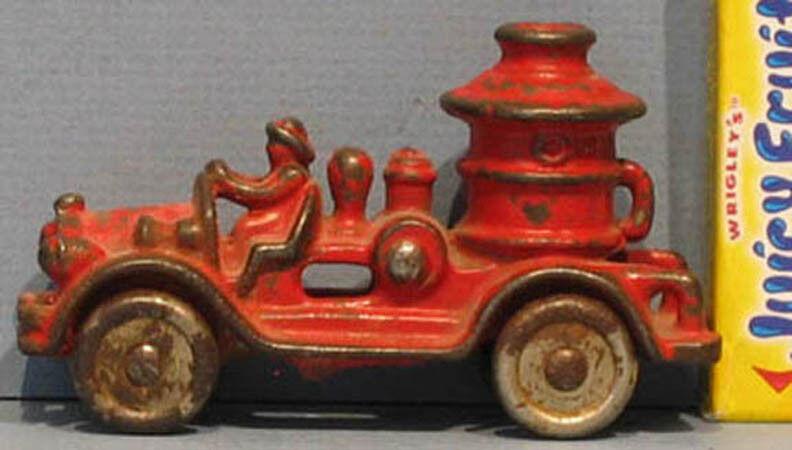 Auténtico Antiguo De Hierro Fundido Tiny Fire Autobomba Camión 3 1 2  Todo Orig & En Venta  t228
