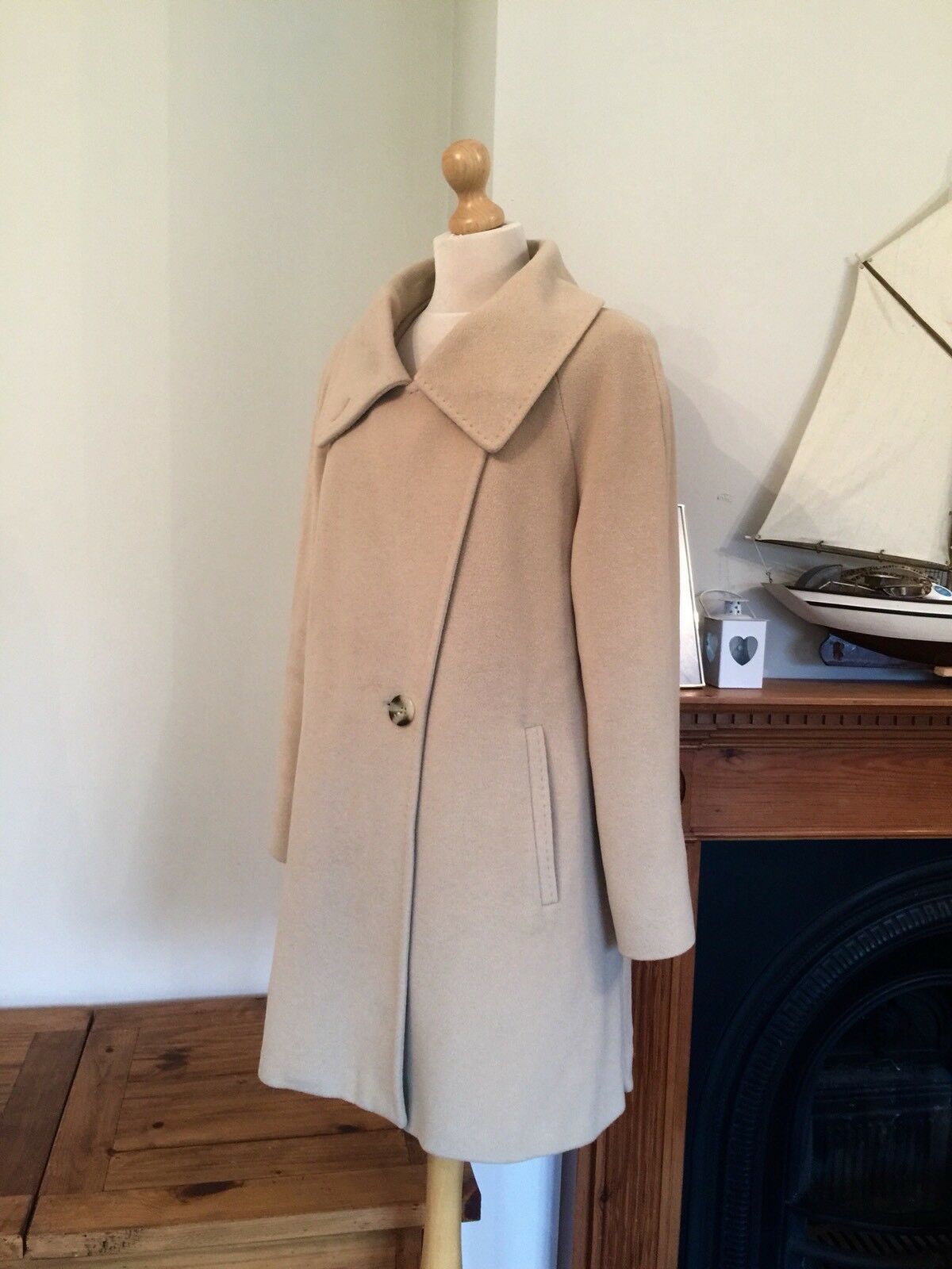 Toisie Ladies 50 % Angora 50 % Wool Oversized Beautiful  Coat , Size 14