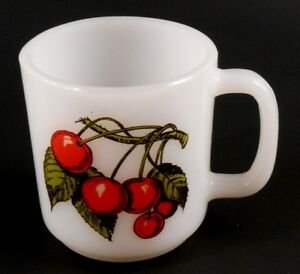 Glasbake-CHERRIES-Vintage-Milk-Glass-Coffee-Cup-Mug-Heat-Resistant-Cherry