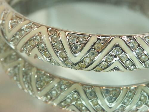 Vintage 80s Bold Gold Tone Crystal Rhinestone Hinged Bangle Bracelet Unsigned Glamour Glitz