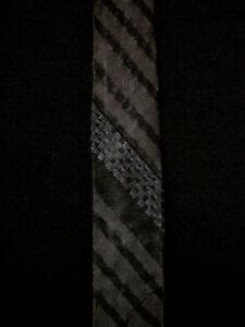 VINTAGE-1950-039-S-1960-039-S-SILK-BLACK-amp-BLUE-STRIPED-RAYON-NARROW-TIE
