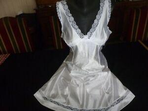 jolie combinaison&fond de robe vintage jolie dentelle Taille 48  ref 310K