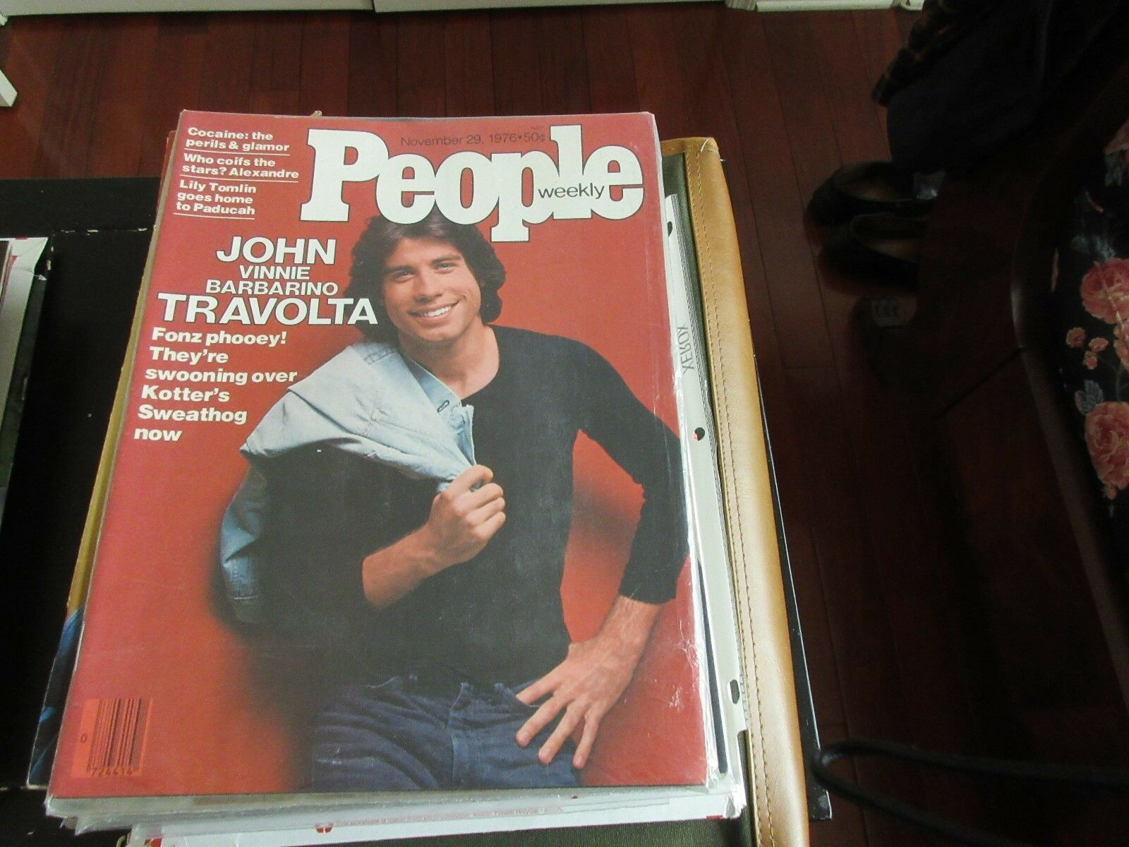 John (Vinnie Barbarino)Travolta ,PEOPLE MAGAZINE ,11/29