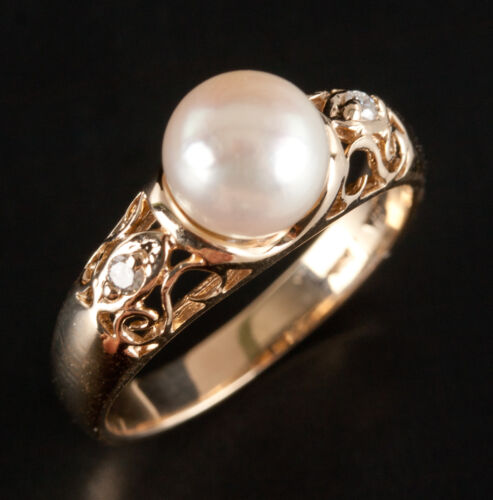 14k Yellow Gold Cultured Pearl Solitaire Ring W/ D