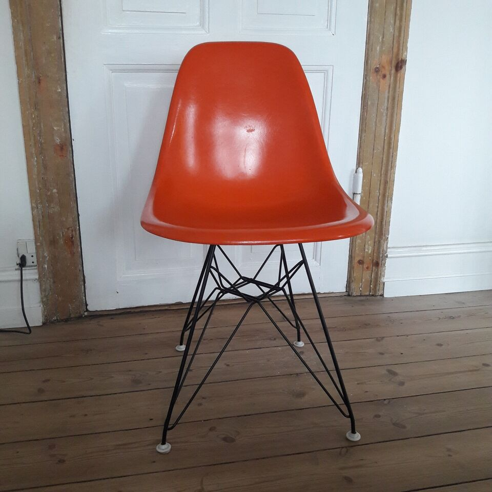 Eames, Molded Fiberglass Chair, wire base