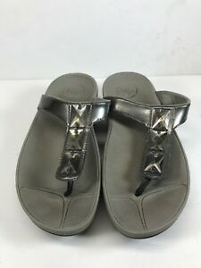780775ac770d Fitflop Women Sz 5 Pietra Thong Sandal Bling Patent Leather Silver ...