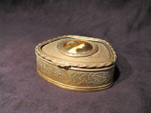 Boite-a-bijoux-en-laiton-miniature-sur-porcelaine-epoque-XIX-eme-siecle