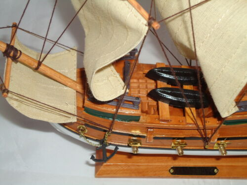 Model Mayflower Ship On Stand Made From Wood Lots Of Detail maritime Pilgrims
