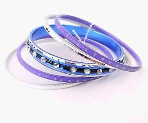 Neu-SET-5-ARMREIFEN-lila-blau-silber-STRASSSTEINE-kristallklar-ARMREIF-Eloxiert