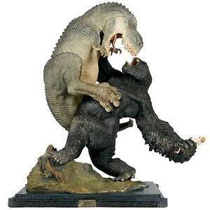 Sideshow-Weta-KONG-VS-V-REX-statue-RARE-king-kong-lotr-batman-star-wars