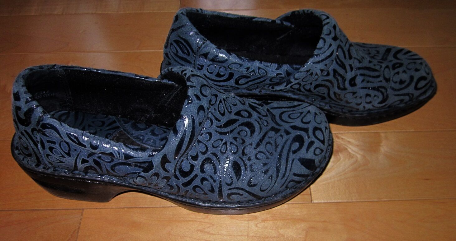 B O C by Born Wms bluee Suede Closed Clogs 7