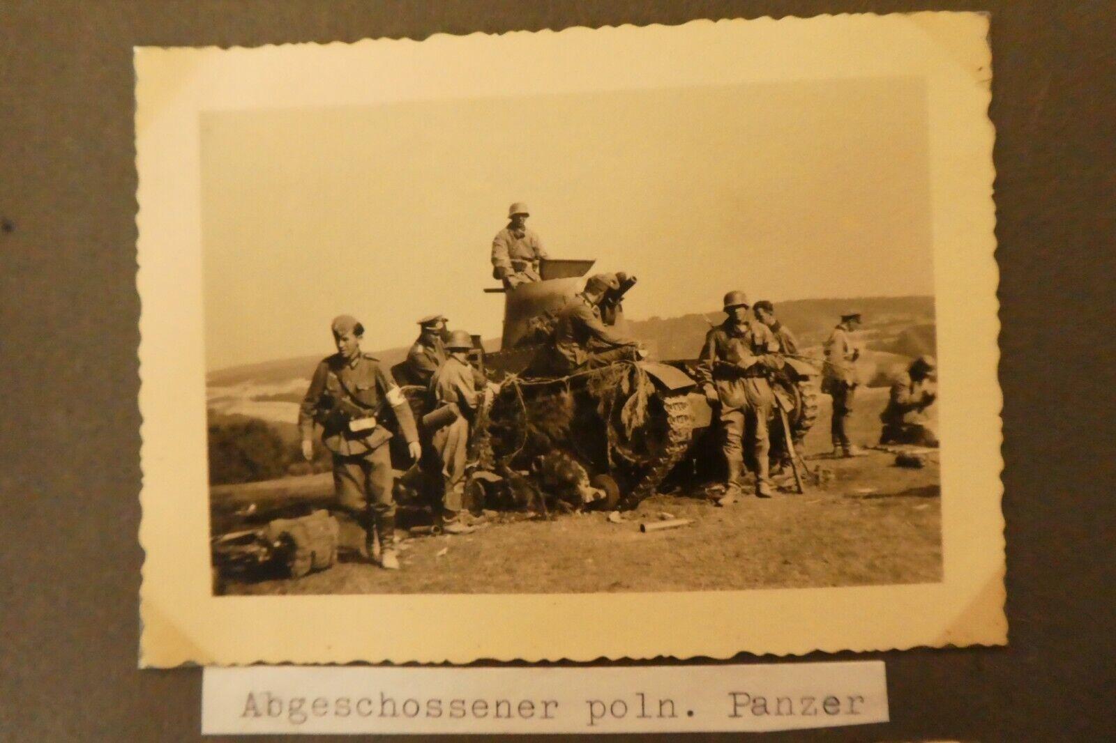 Bild 1 - 2. WK Foto  Wehrmacht Foto WK II  Foto  Abgeschossener Polen Panzer   Polen