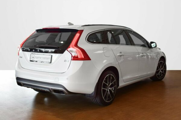 Volvo V60 2,0 D3 150 Momentum - billede 2