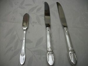 Vintage-1847-Rogers-Bros-First-Love-Silverplate-Silverware-Flatware-3-knives