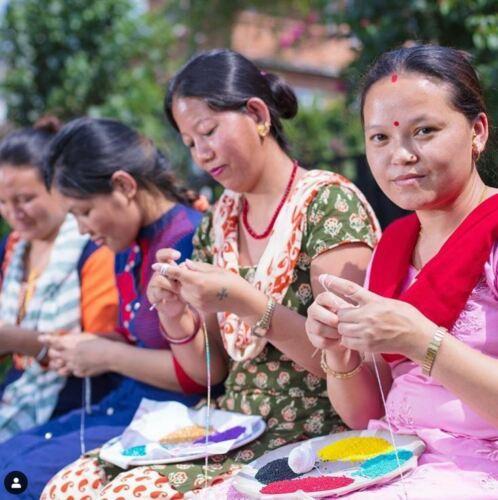 "Sashka Co EXTENDED 8/"" THE SOLID TURQUOISE Glass Beaded BRACELET Nepal"