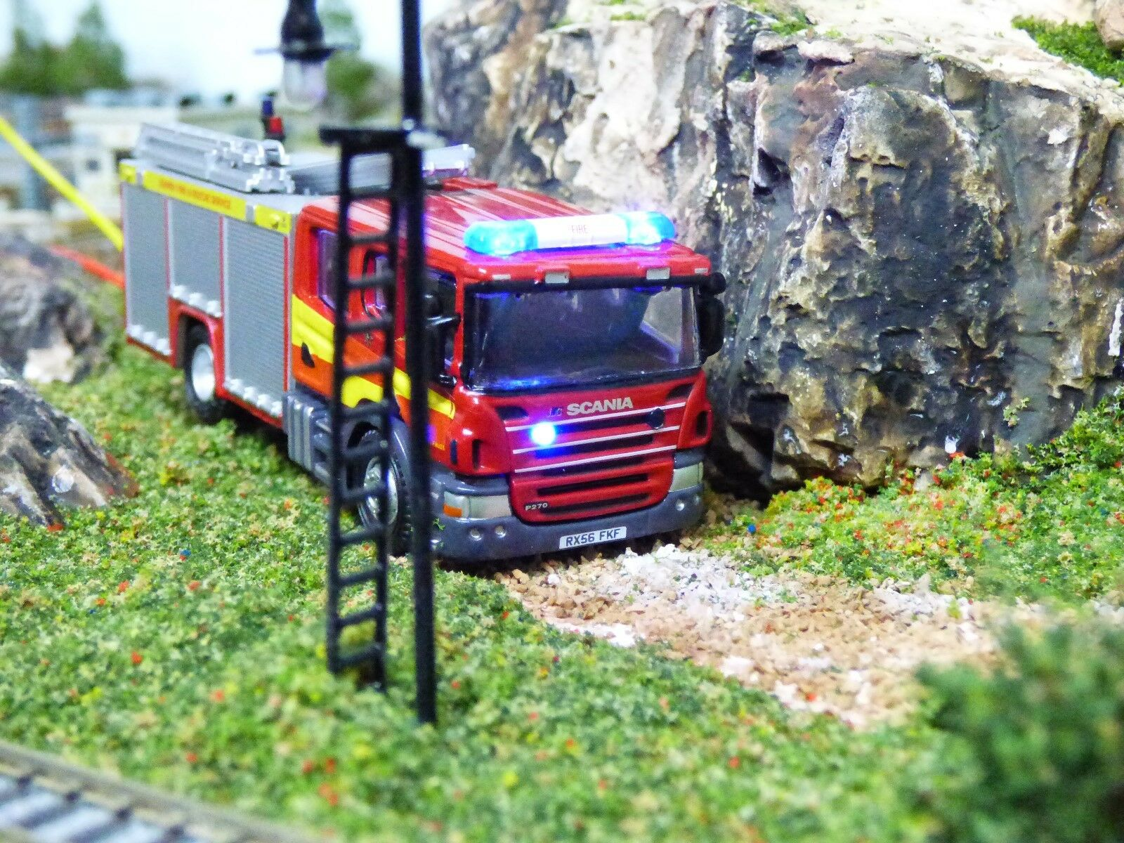Oxford 1 76 OO Scania Fire Engine with flashing lights