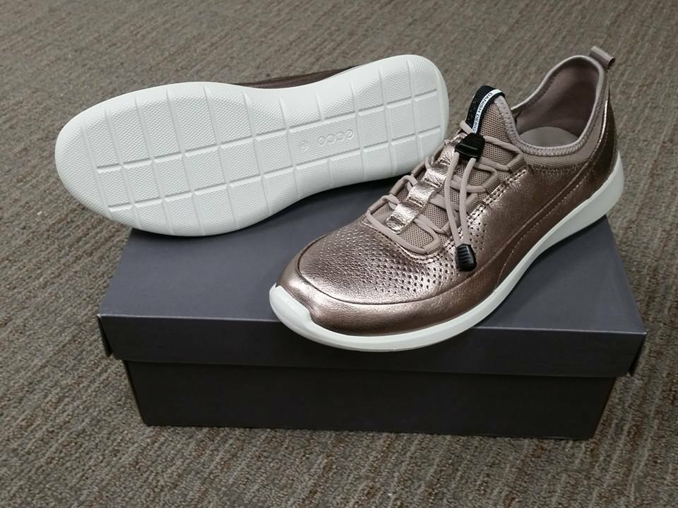 NIB Ecco Women's Soft 5 Metallic Athleisure Lightweight Fashion Sneaker Size 38