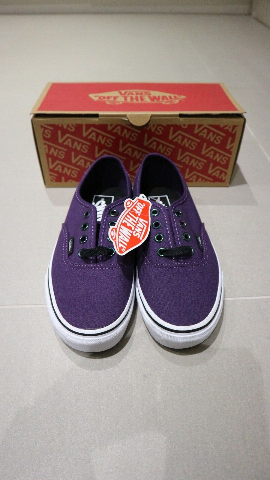 Unisex  Adults Vans Authentic Size 3 UK