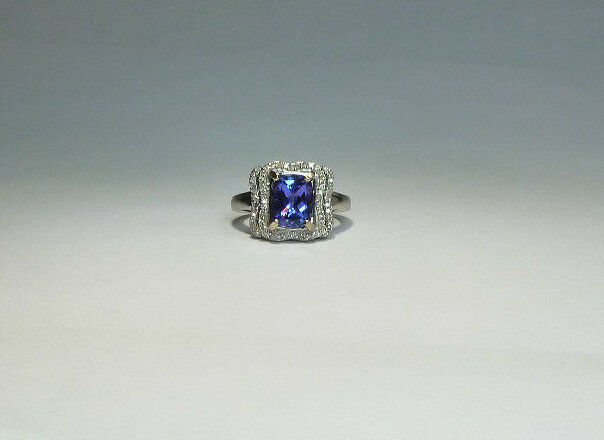 14k White gold 2.75ctw Natural Rectangular Cushion Tanzanite White Diamond Ring
