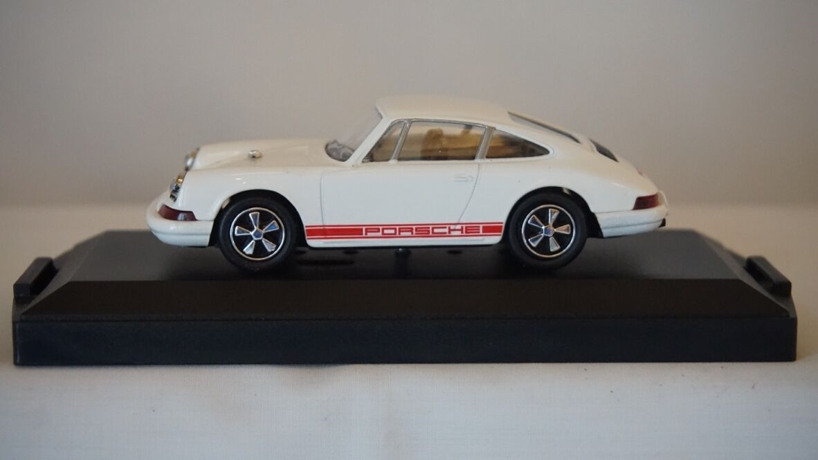 Vitesse Limited Edition LO12 Porsche 911 R White 1967 1 43