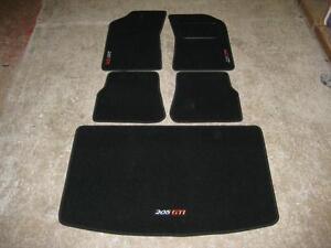 tapis de voiture noir pour peugeot 205 205 gti logos tapis de coffre ebay. Black Bedroom Furniture Sets. Home Design Ideas