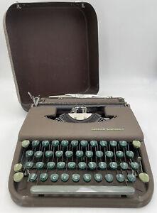 Smith-Corona Skyriter W/ Metal Portable Case Vintage Manual Typewriter 21-1698