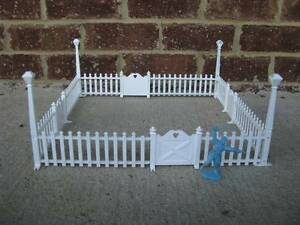 Marx-Picket-Fence-with-Gates-Lamposts-White-1-32-1-24-Toy-Soldier-Dollhouse