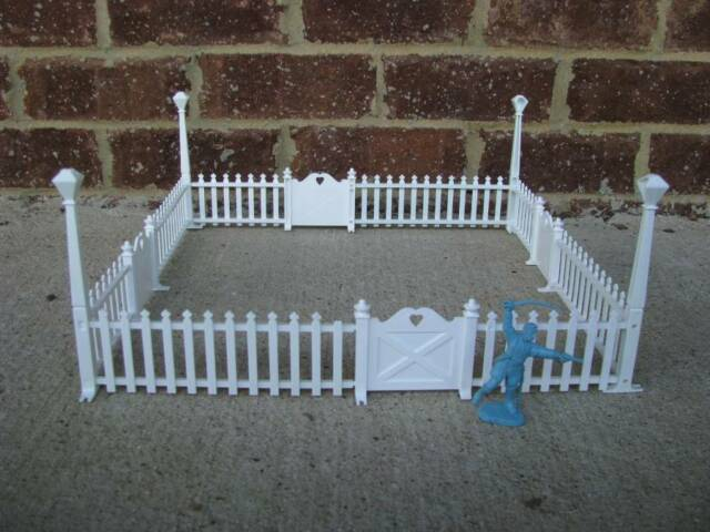 Marx Picket Fence with Gates Lamposts White 1/32 1/24 Toy Soldier Dollhouse
