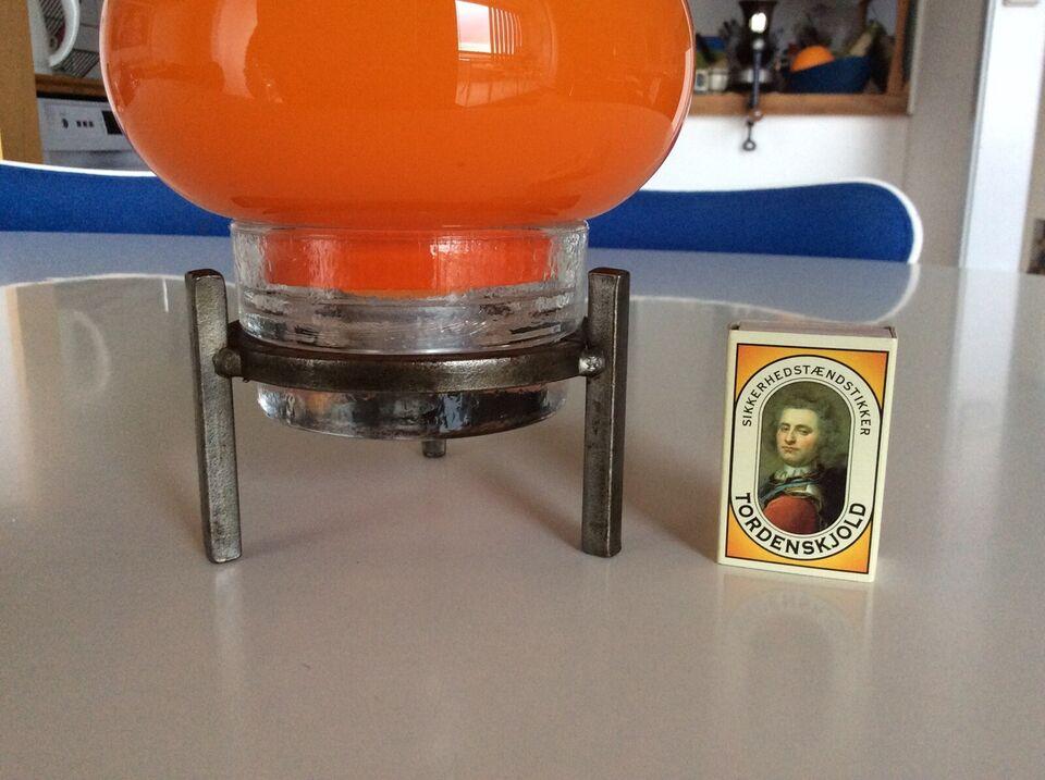Glas, Orange retrolampe. Stearinlys., Orange glas og jern