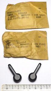BC652-2-boutons-plats-peinture-noire-pour-commutateur-de-recepteur-US-NOS-NIB