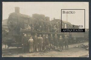 Foto 1918 Dampflok, Bahnpersonal mit Heizern vor der Lok Bahnhof Brest Litowsk